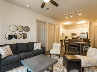 Modern Luxury at Uptown! Large 2/2 w/ Full Amenities! Walk Everywhere! 3UP2CGH