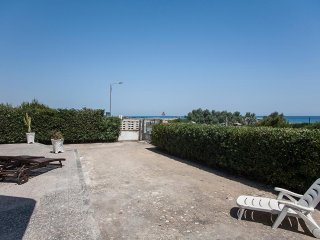 Sea view villa on the beach of Torre Specchia, 3 bedrooms and 3 bathrooms