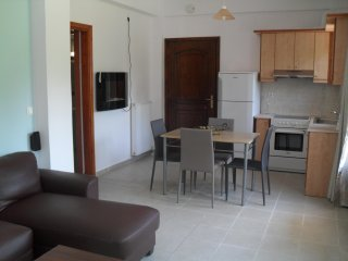 3 bedroom Apartment, pool, walking distance to the beach, Kavros