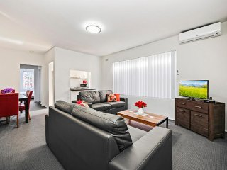 LE SANDS APARTMENTS 8 - SYDNEY BEACH  2 Bedroom Unit, Sleeps 6, Clean & Cheap
