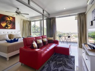 Chic - Stunning seaview apartment in the heart of Karon!