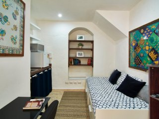 Cozy room at the heart of the Colonial Zone