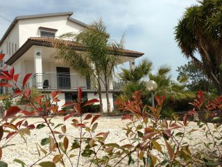 Villa indipendente su due livelli mono-bifamiliare nella campagna 'Sicana'