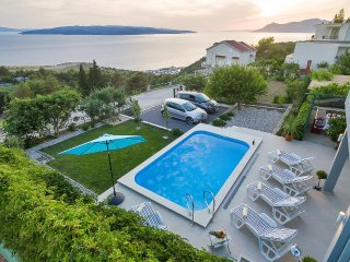 Vacation home Dunja w/ pool & sea view