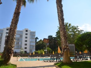 Appartment with swimming pool near the beach