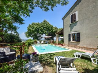 House with private/fenced pool on the Tuscany-Umbria border. Panoramic views!