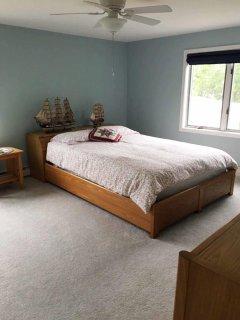 2nd floor queen roomn size bed