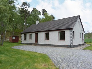 BIRCHBANK, charming bungalow, WiFi, near Grantown-on-Spey, ref:961571