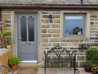 SHEPHERD'S REST, character, spectacular views, WiFi, near Halifax, Ref:957456