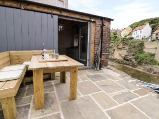 OLD JOINERS SHOP, all ground floor, open plan, terrace with views, in Staithes,