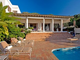 Villa Veranda - Ideal for Couples and Families, Beautiful Pool and Beach