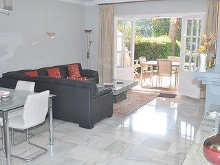 El Presidente KENT spacious luxury, 2 bed, heated pool + wifi, close to Marbella