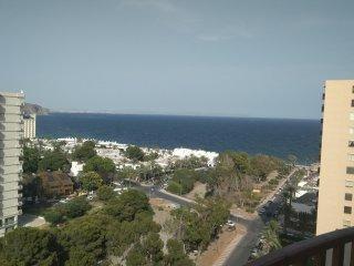 Apartamento con vistas al mar y piscina
