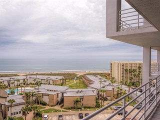 RESORT BEACHFRONT condo - PRIVATE balcony & all the amenities! Sunchase
