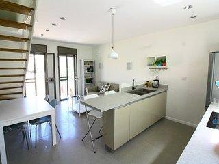 Modern 3 BD DUPLEX in Heart of Nachlaot - Private Terrace