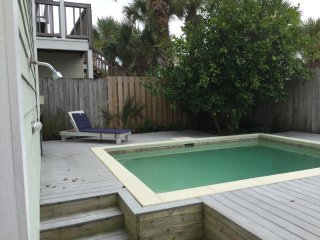 5 Bedroom 2.5Bath Beach House with Private Pool and Super Easy Walk to Beach