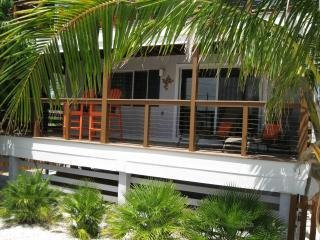 Panoramic water views! FREE Bikes, Kayaks & SUPs! An unbeatable island value