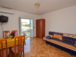 Zeno 4  Apartment for 6 persons (4+2),  80m2, first floor, balcony, sea view