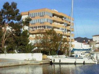 coquet studio face à la marina !