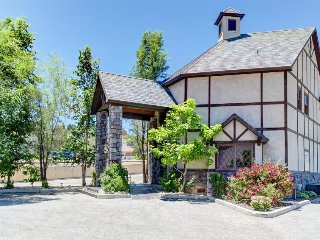 Shakespearean mansion in the heart of Cedar City, close to downtown and hiking!