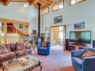 Spacious mountain home near golf, the lake, the river, and more!