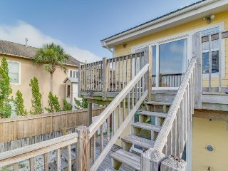 Bright and airy canalside townhome w/ large deck, boat slips, and harbor view