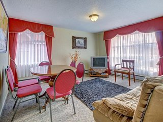 Welcoming, traditional home near the ocean w/ comfortable amenities