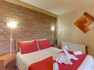 Cabin-style studio just moments from the sea and surrounded by sights!