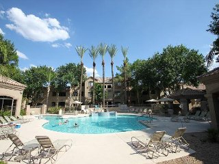 Nicely equipped condo in North Scottsdale w/ AMENITIES. Close to it all...