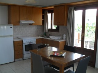Spacious Corner Apartment, pool, seaview, walk to the beach, for upto 4 persons