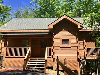 Private 1 bedroom Smoky Mountain Cabin located in Beautiful Wears Valley!