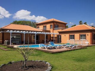 Tenerife: villa with private pool close to golf couses
