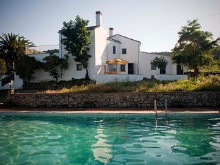 Preciosa Casa-Lagar Siglo XVIII con Magníficas Vistas y Piscina junto a Trujillo