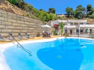 Modern Villa Mestral for 9 guests, only 6km to the beach!