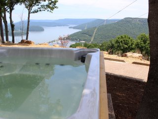INDOOR POOL! SPECTACULAR VIEW! HOT TUB, FIRE PLACE, FIRE PIT!  Chatt TN 20 Miles