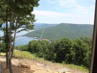 SPECTACULAR VIEW!  INDOOR POOL COMING! HOT TUB, FIRE PLACE!  Chatt., TN 20 Miles