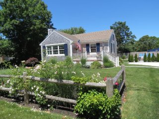 Great cottage close to Nauset Beach, (linens included): 040-O