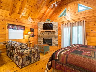 Arts and Crafts Community/Private/Luxurious/Log Cabin/Secluded