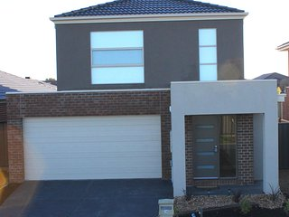 VILLANDRY VILLA 16 - Northern Melbourne, 4Bdms, Sleeps 10 Public Transport close