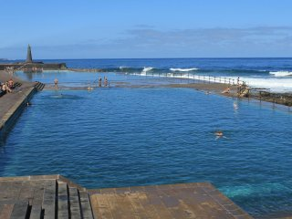 Natural swimming pools, Jover is 5 minutes by car, Bajamar 10 minutes by car from the house.