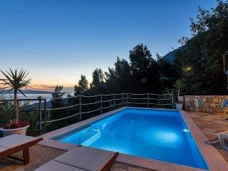 Holiday home Ivana w/ pool for 10 people Tucepi- Makarska