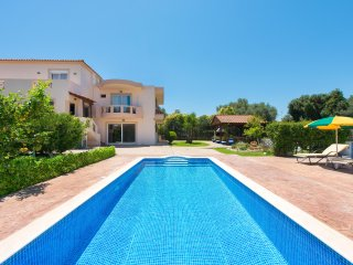 luxury villa fully equipped,with swimming pool