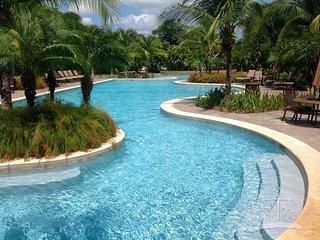 Pacifico L615, precious 3 bedroom condo, overlooking the Lazy River pool