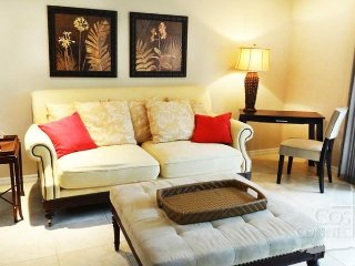 Pacifico L103, gorgeous ground floors 2 bedroom, pool front