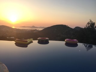 September Deals!Private Luxury Villa with Staff and infinity Pool!!