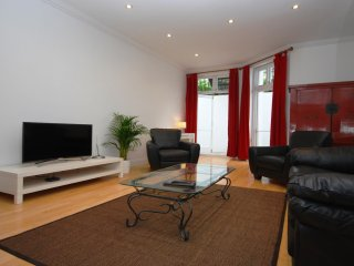 Lovely flat with access to beautiful gardens