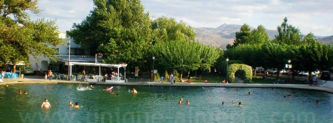 A pool and eating area at Barriada de Cela are 15 minutes drive away