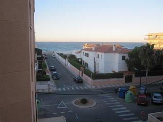 A 50 MTS. del mar, cerca de gandia, playa de daimuz, 2 dormitorios, bano, cocina