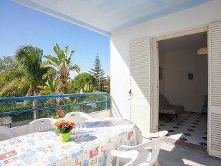 Holiday home with swimming pool near the beach in Torre Dell'Orso, washing machi