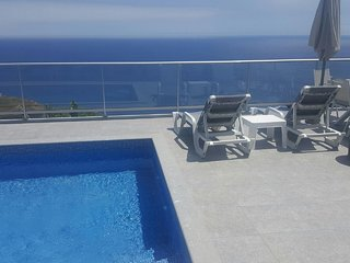Villa Atlantic with great sea view & heated pool in Madeira Island